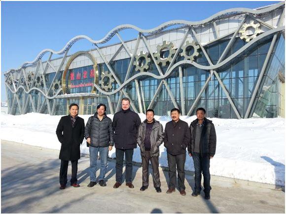 雷肯农业机械(青岛)有限公司总经理赵鹏带领相关